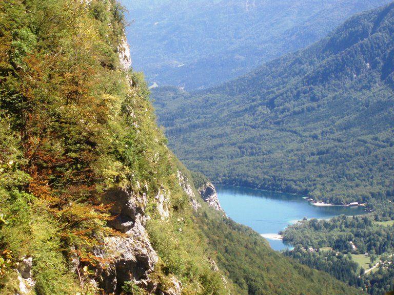 Widok ze szlaku na Triglav - niższe partie gór