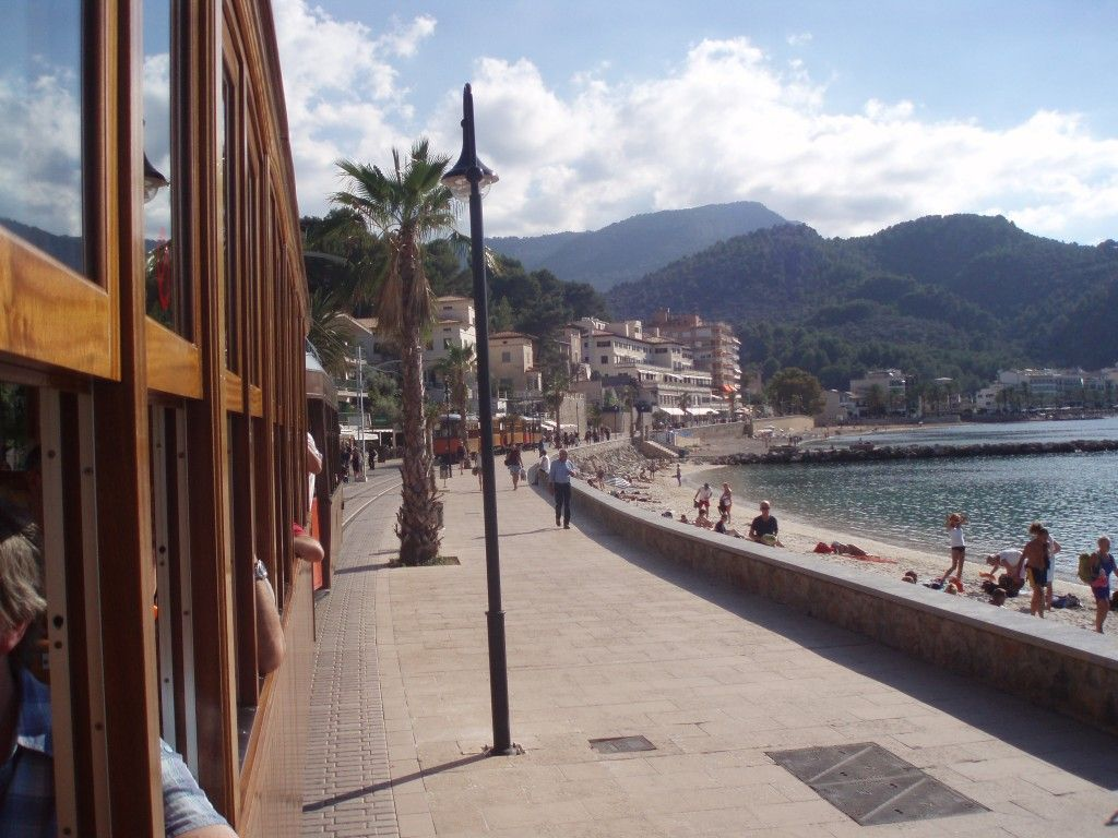 Port de Soller plaża widok z tramwaju