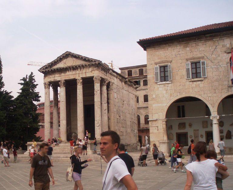 Pula - świątynia Augusta