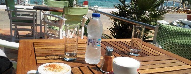 Agistri - plaża i bar w miejscowości Skala
