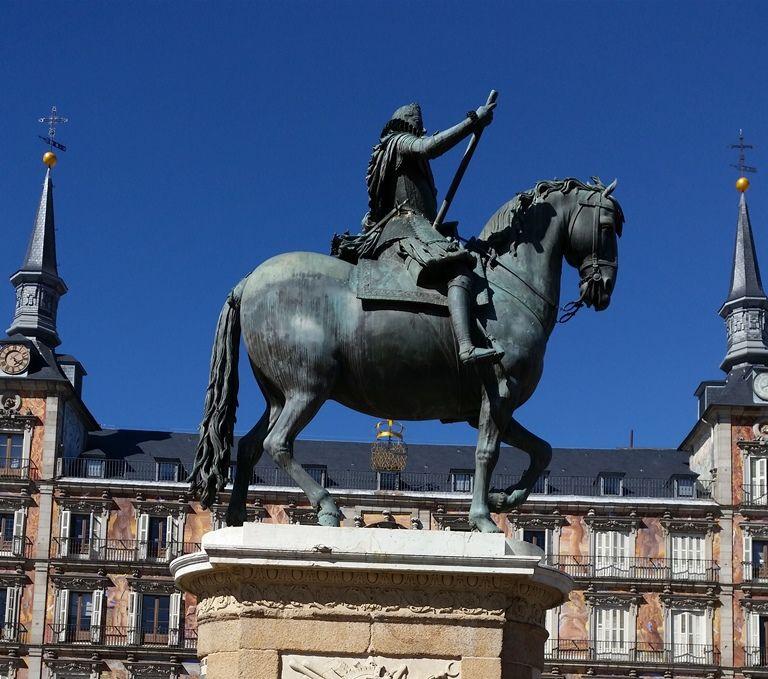 Plaza Mayor - pomnik Filipa III