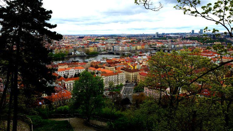 Widok ze Wzgórza Petrin na Pragę