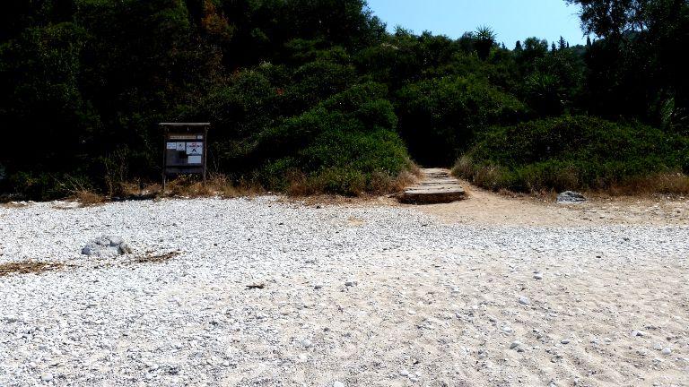 Rovinia - zejście na plażę