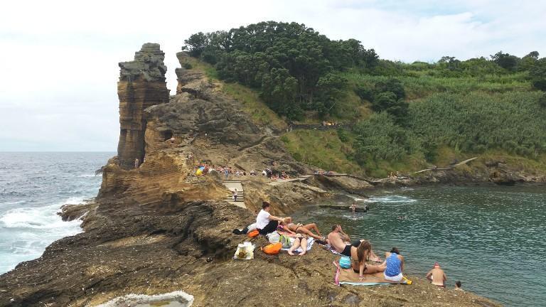 Plaża nad naturalnym basenem na Ilheu da Vila