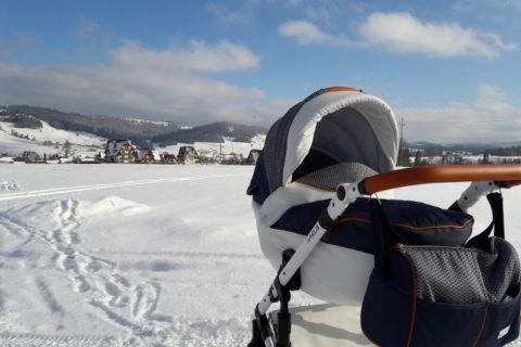 Jak zorganizować wyjazd na narty z niemowlakiem?