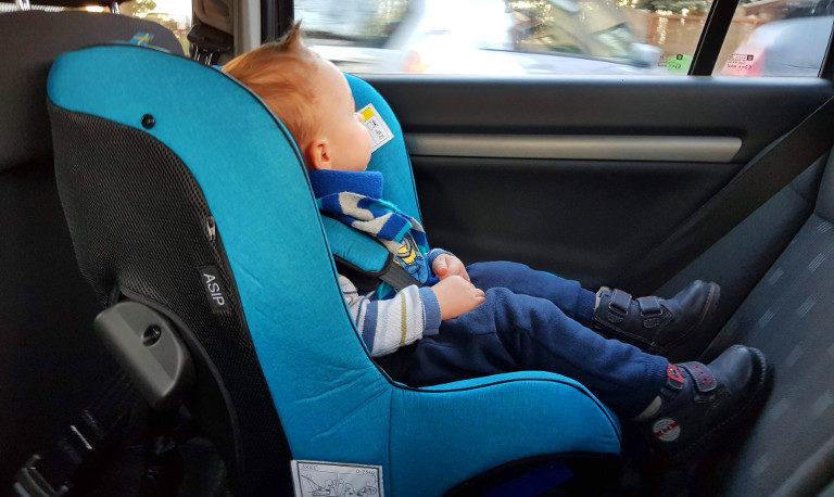 Jeden ważny powód, by wybrać fotelik tyłem do kierunku jazdy