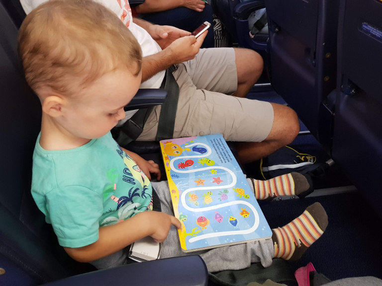 Z dwulatkiem w samolocie